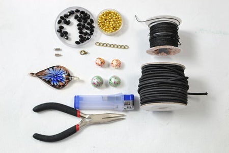 Supplies in the Ethnic Anklet DIY: