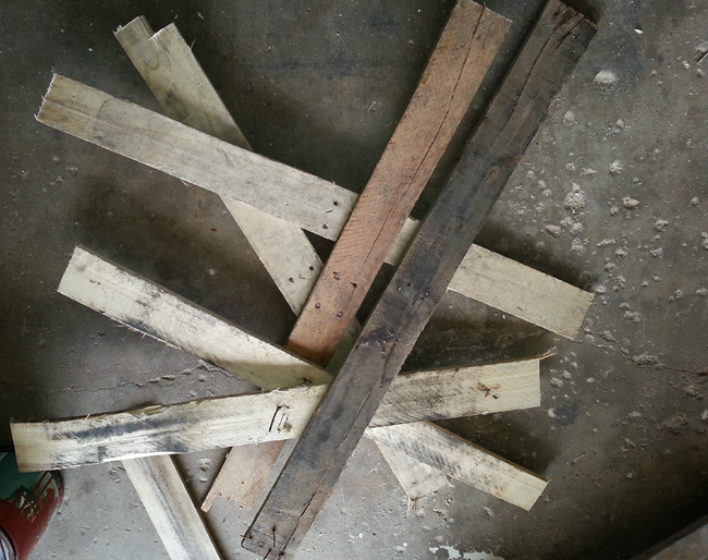 Picture of Tear Down Used Pallets