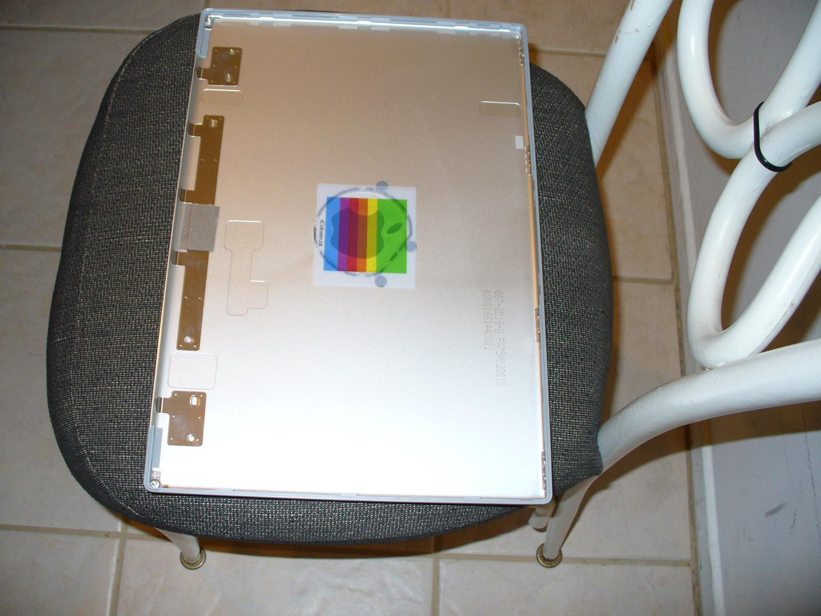 Picture of Apple Retro Bitten Rainbow Logo Mod for 15in Macbook Pro
