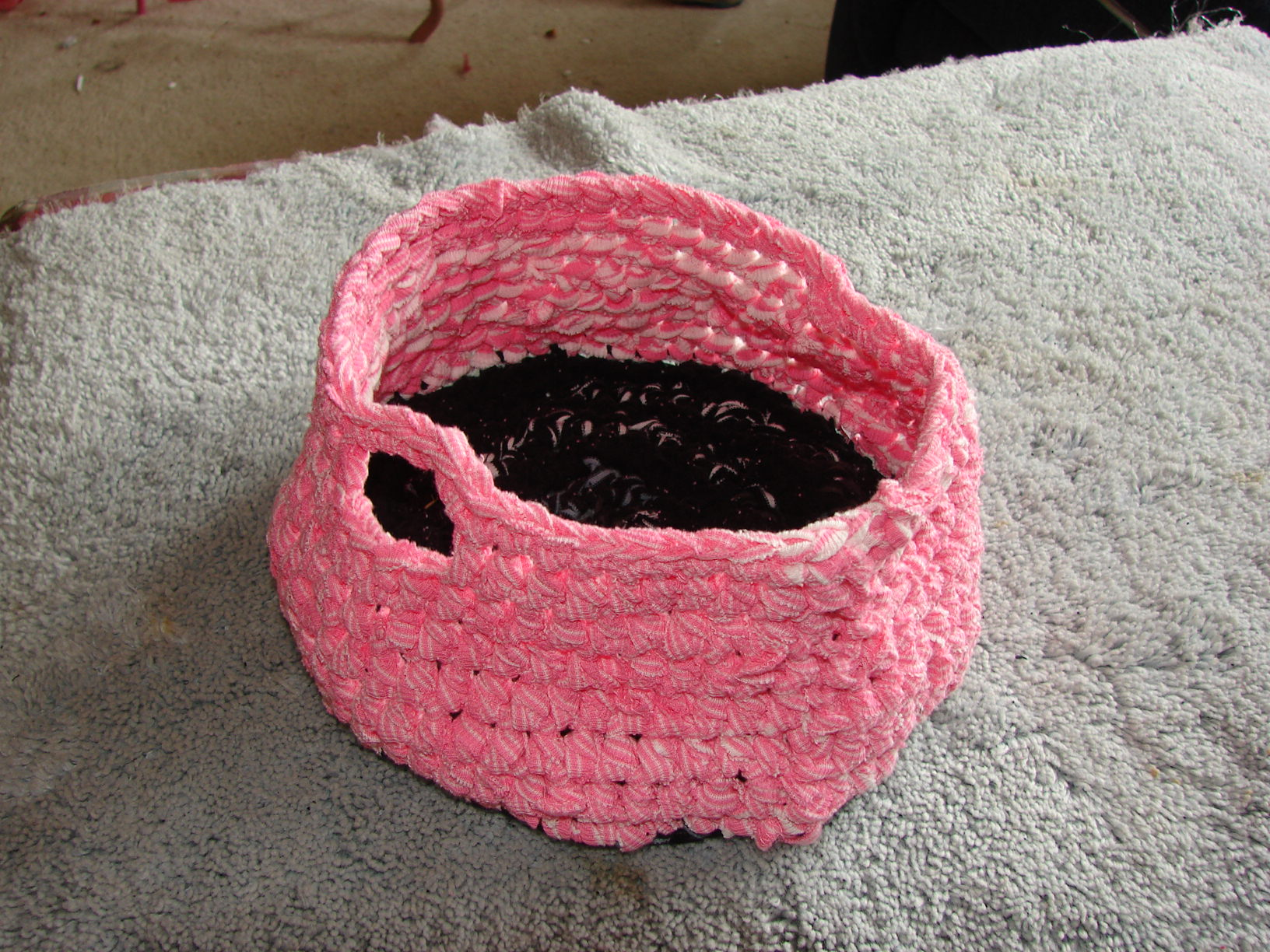Picture of How to Crochet a Basket With T-shirt Yarn