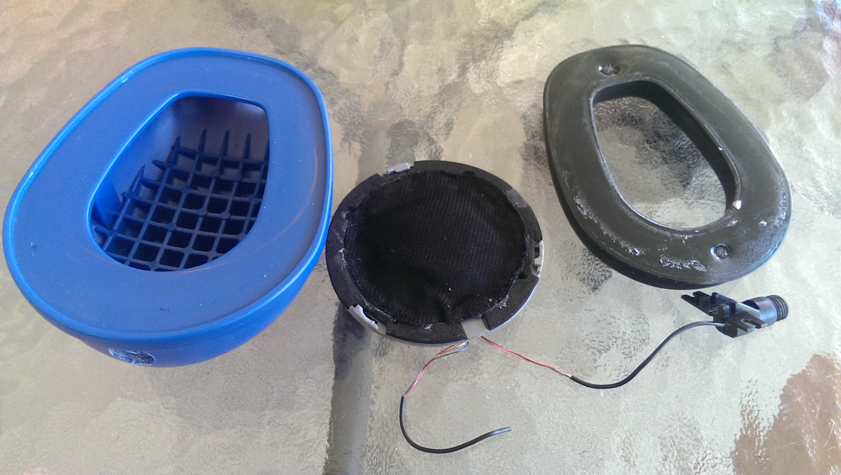Picture of This Is the Ear Cup and Cushion From the 3M Muffs.  the Speaker You See in the Middle Will Fit Inside.