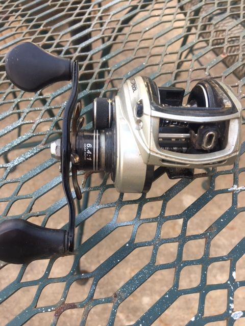 Picture of How to Set Up a Fishing Pole for Salt Water Fishing