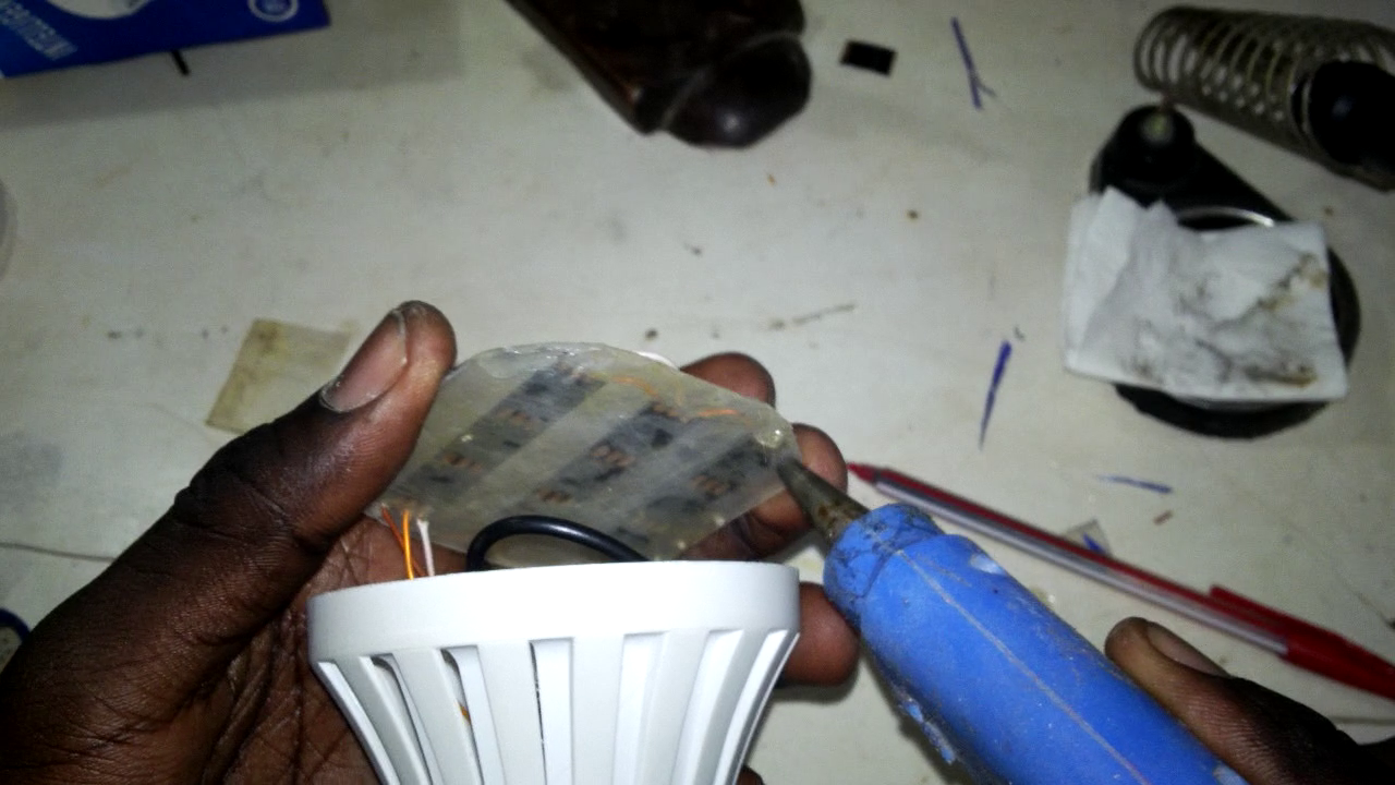 Picture of Solder the Last Wires and Close Everything