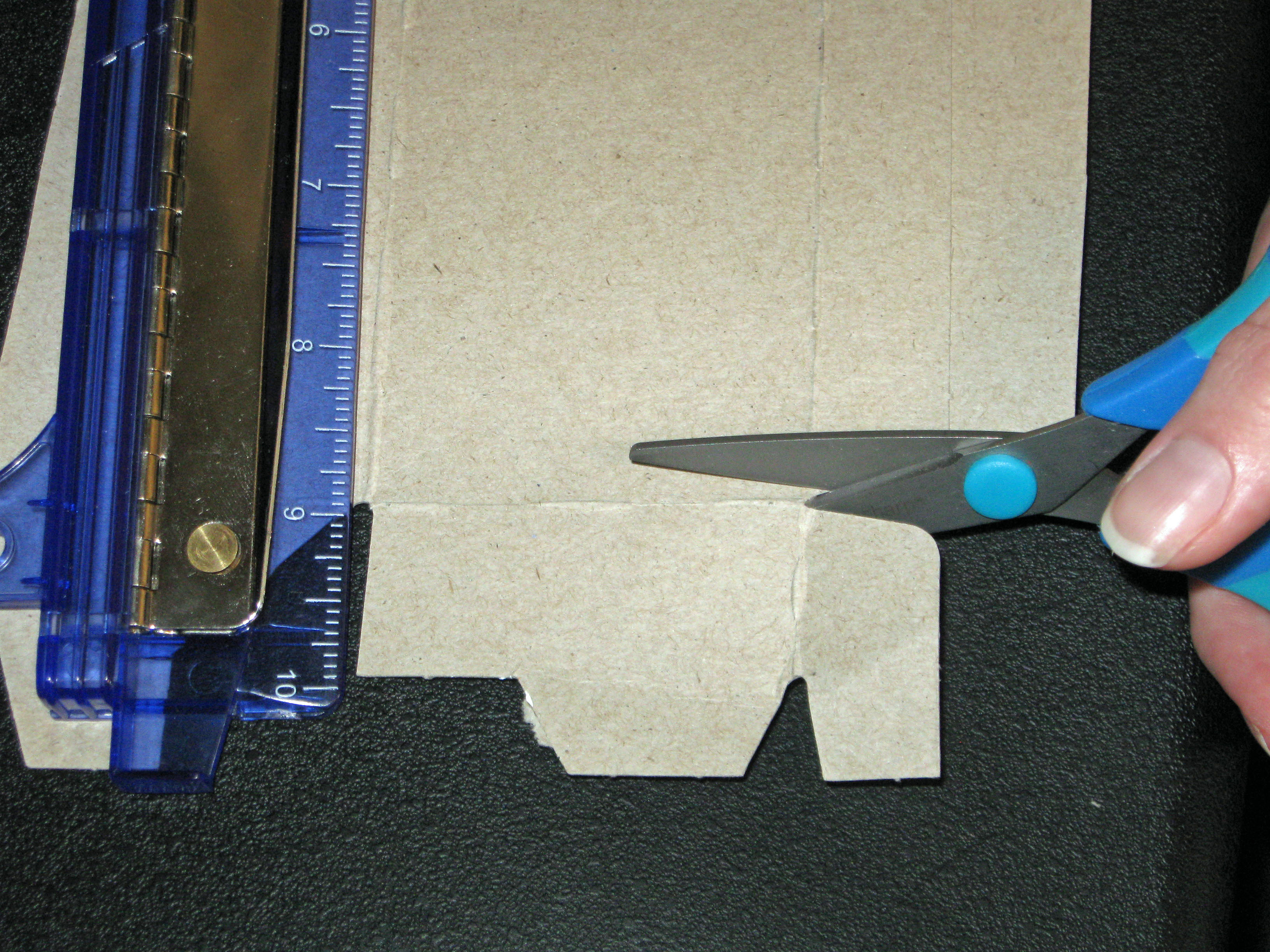 Picture of Measure Cardboard and Cut