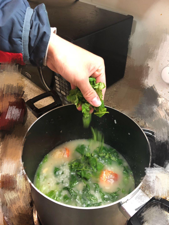 Picture of Final Step - Drop Cilantro / Prepare Lobster Porridge Into a Nice Container