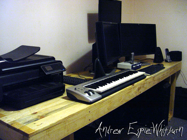 Picture of Large Pallet Computer Desk - Hand Tools