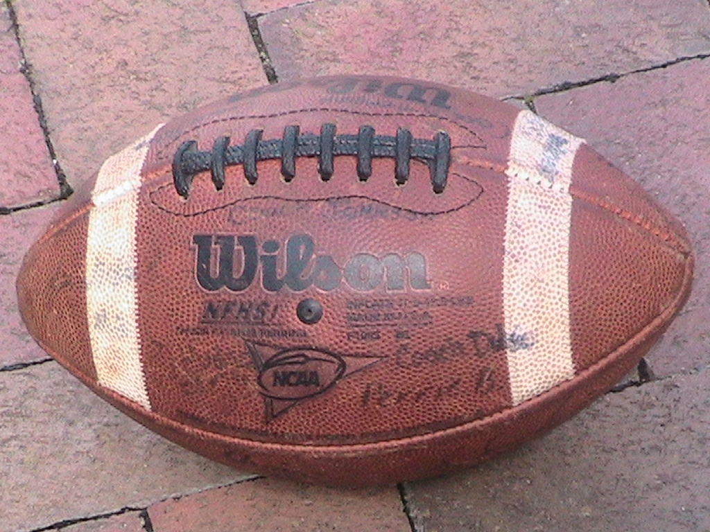 Picture of How to Properly Throw a Football Spiral