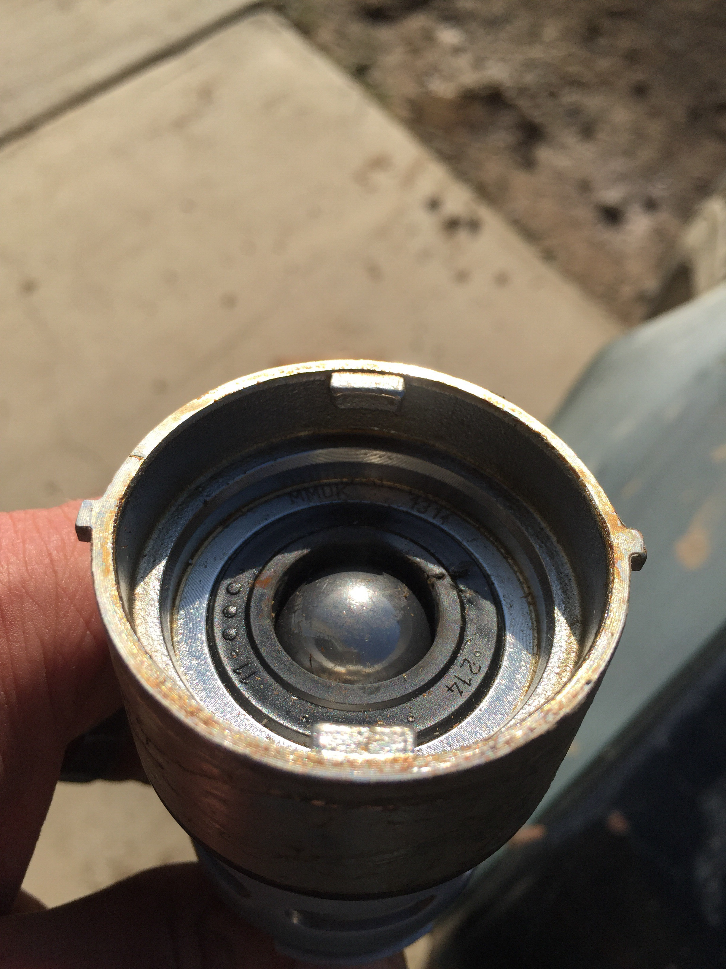 Picture of Remove Sankey D Valve From a Used Keg