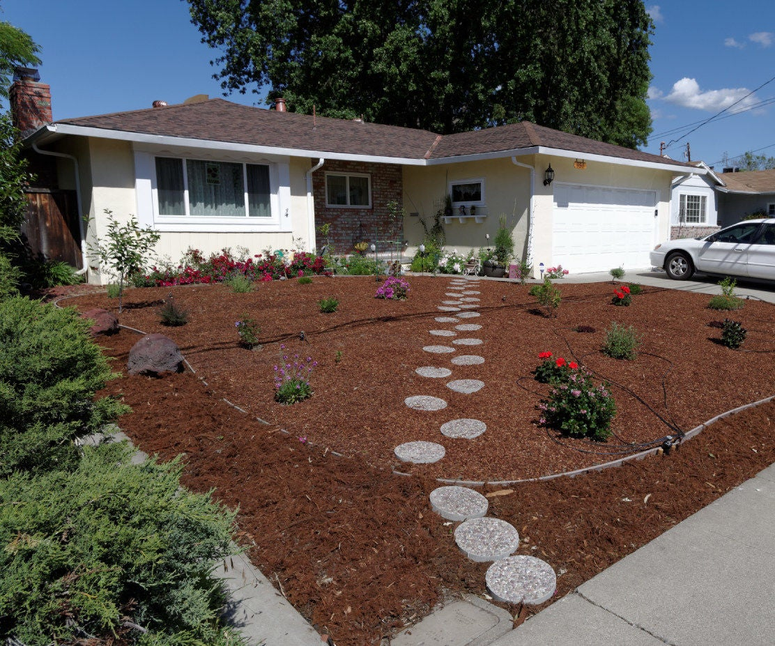 How I Made Money While I Worked on My Front Yard: 9 Steps (with ...