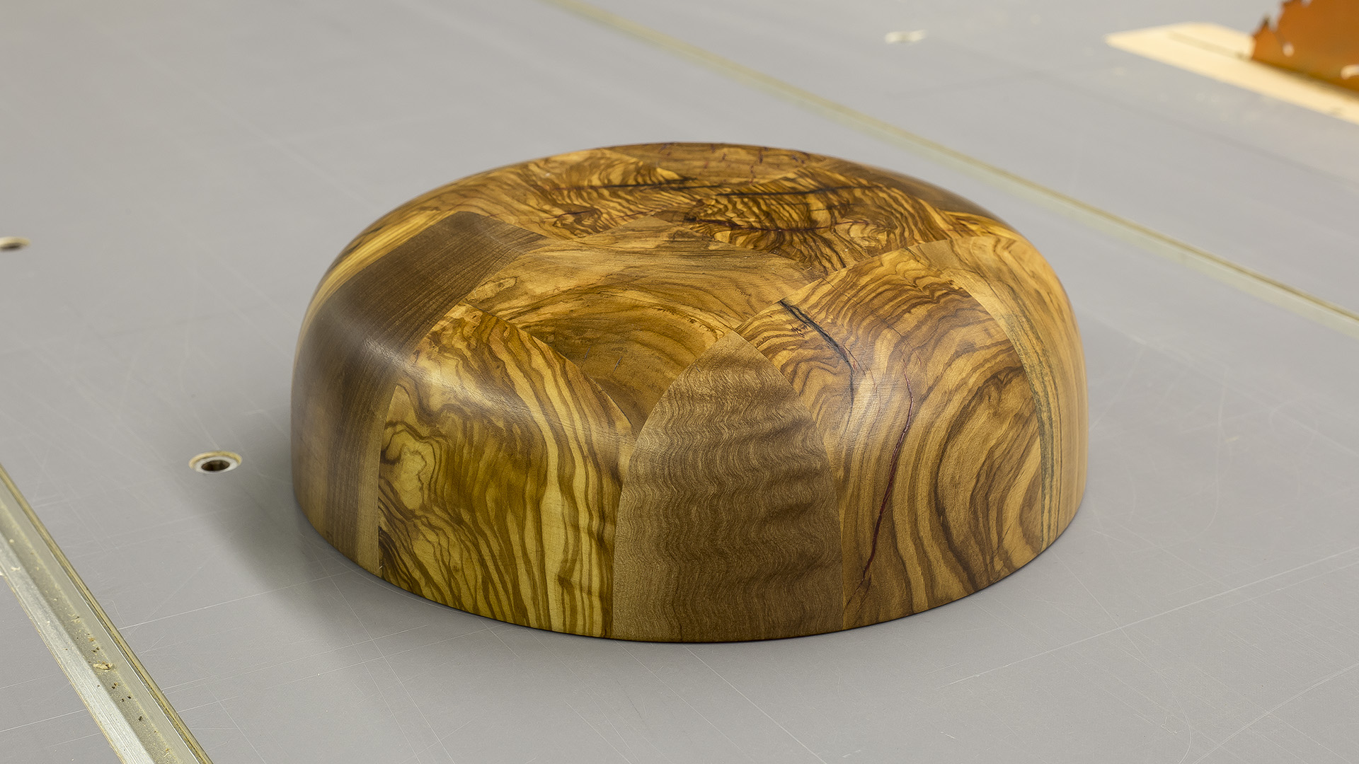 Picture of Turning an Olive Wood Bowl