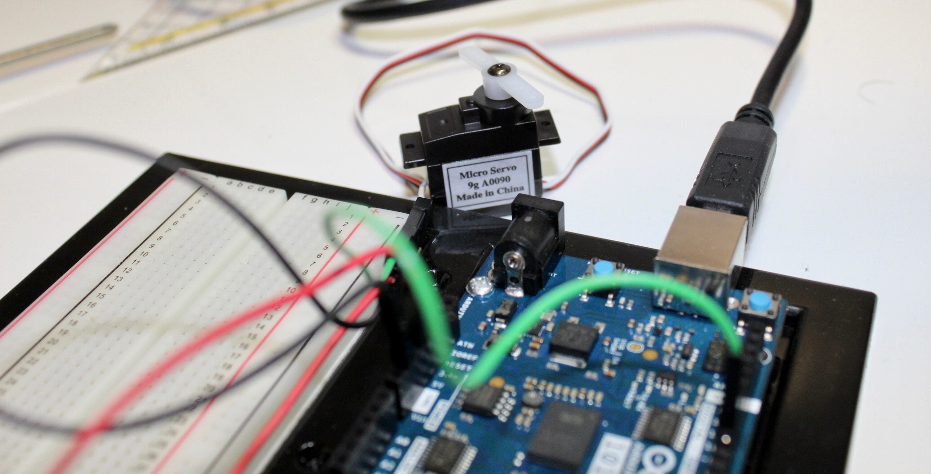 Picture of Controlling a Servo With an Arduino 101