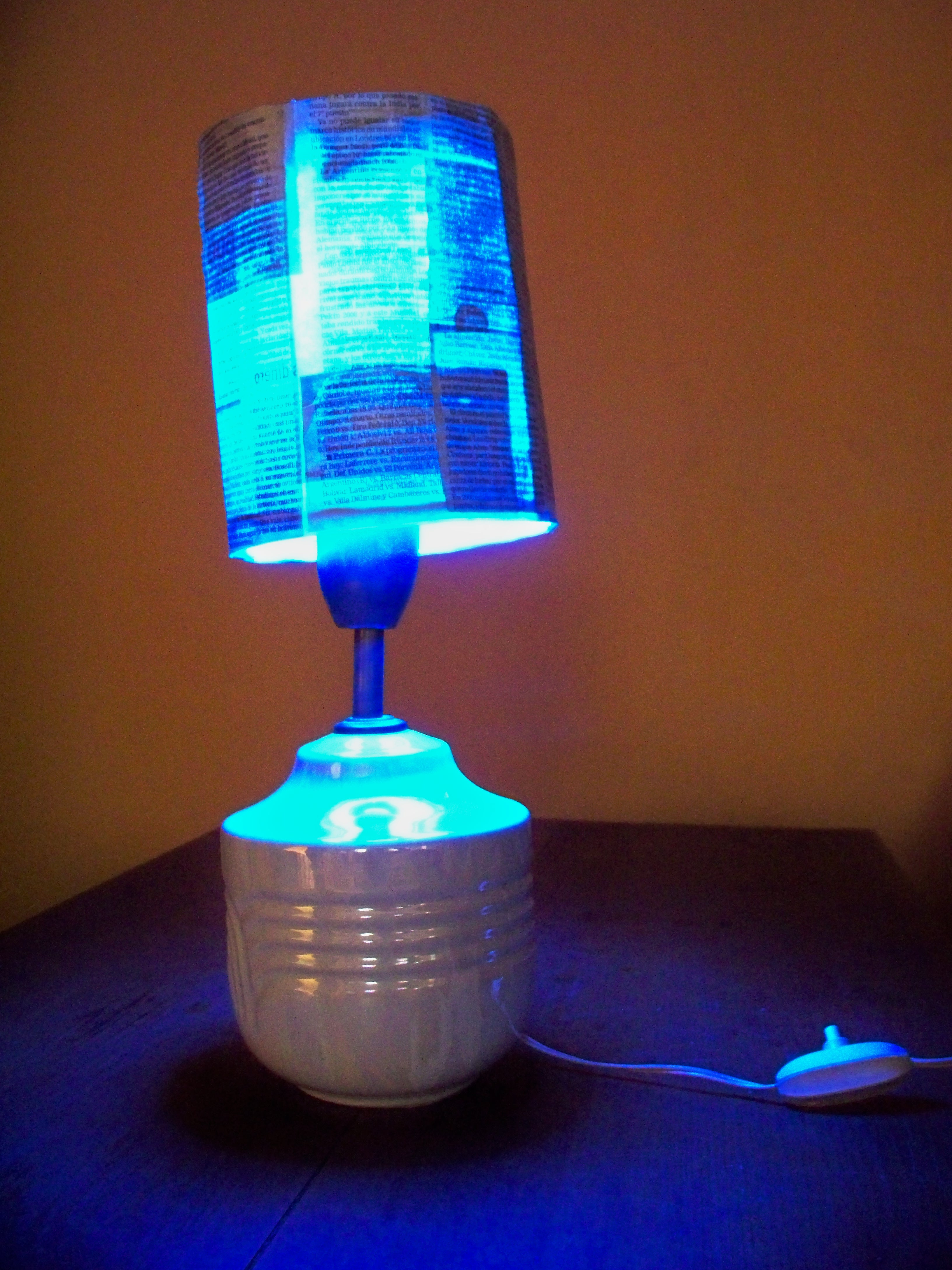 Picture of Newspaper Lamp Screen