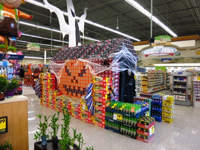 Haunted House With Fog Machine.  Creative Display Decoration, Mean Pumpkin and Ghosts Prop.