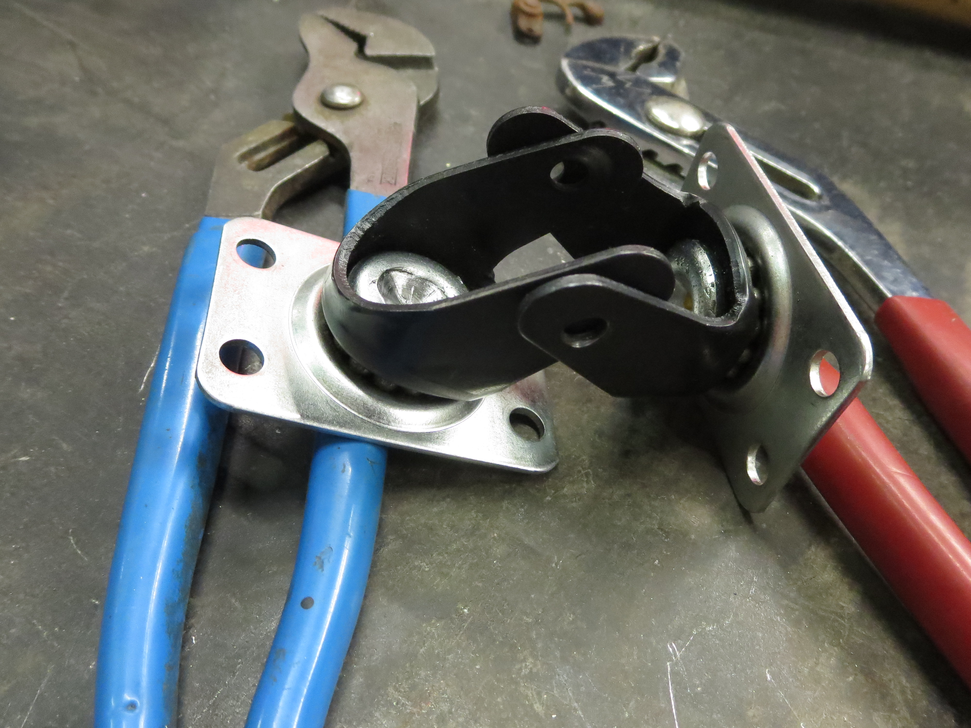 Picture of The Caster Hitch: Idea and Early Experiments