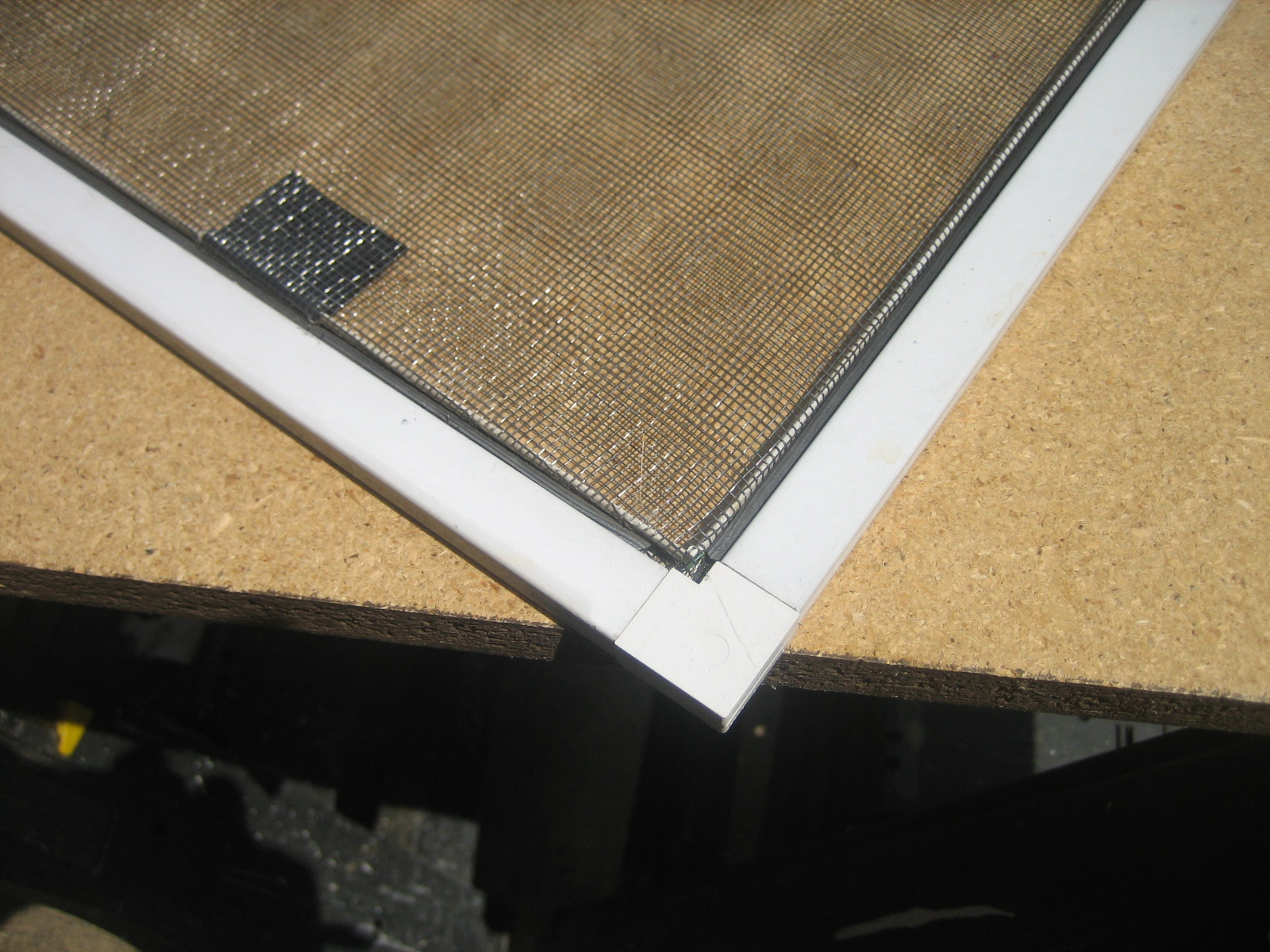 Picture of TAKE OUT THE DAMAGED SCREEN