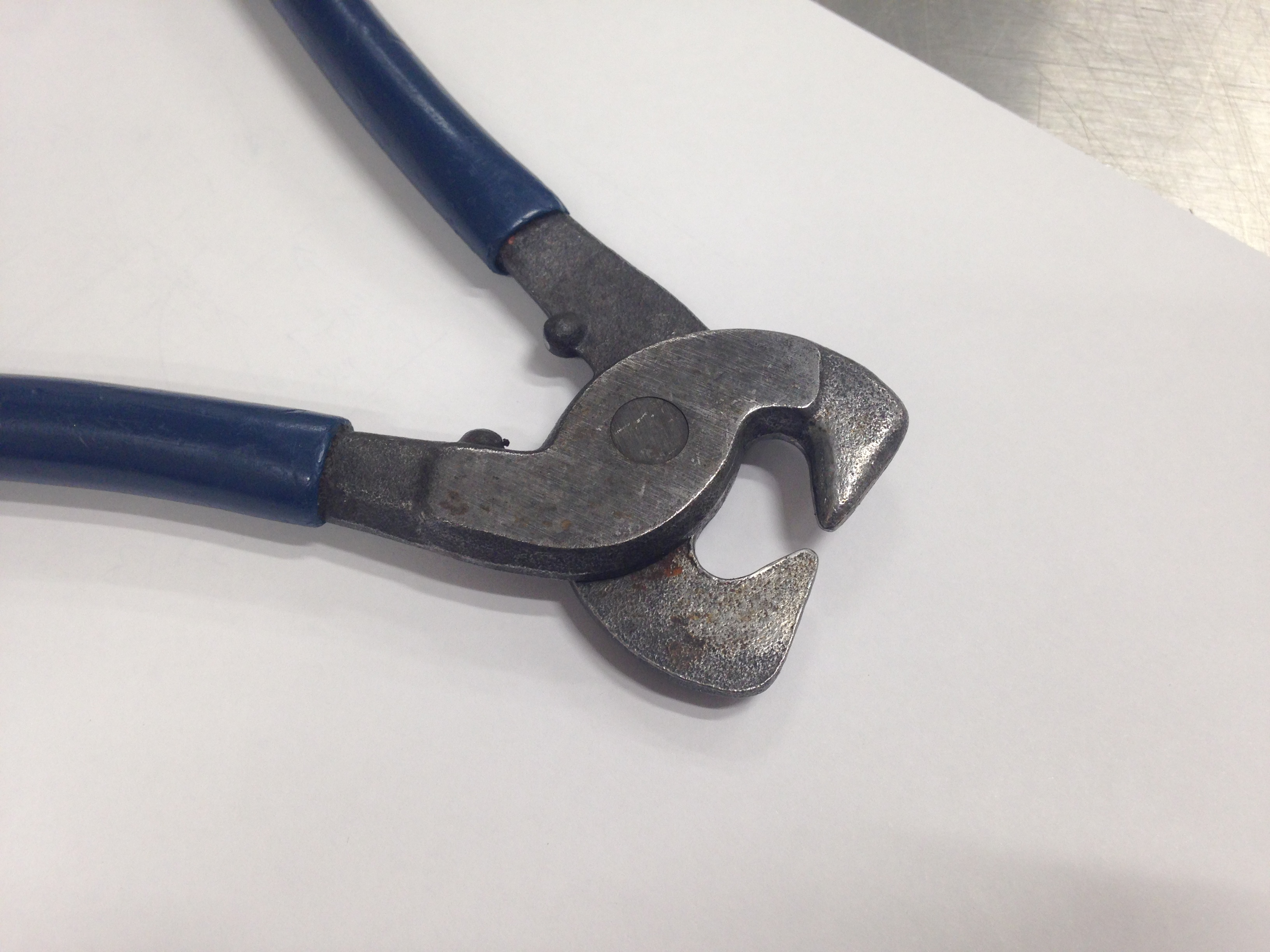 Picture of Can any one identify these strange pliers?