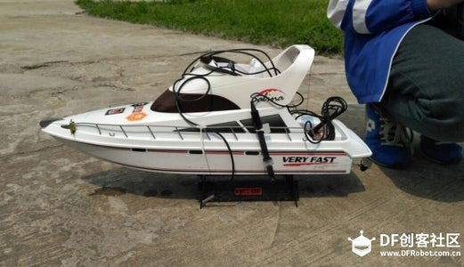 Real-time Water Quality Monitoring Boat