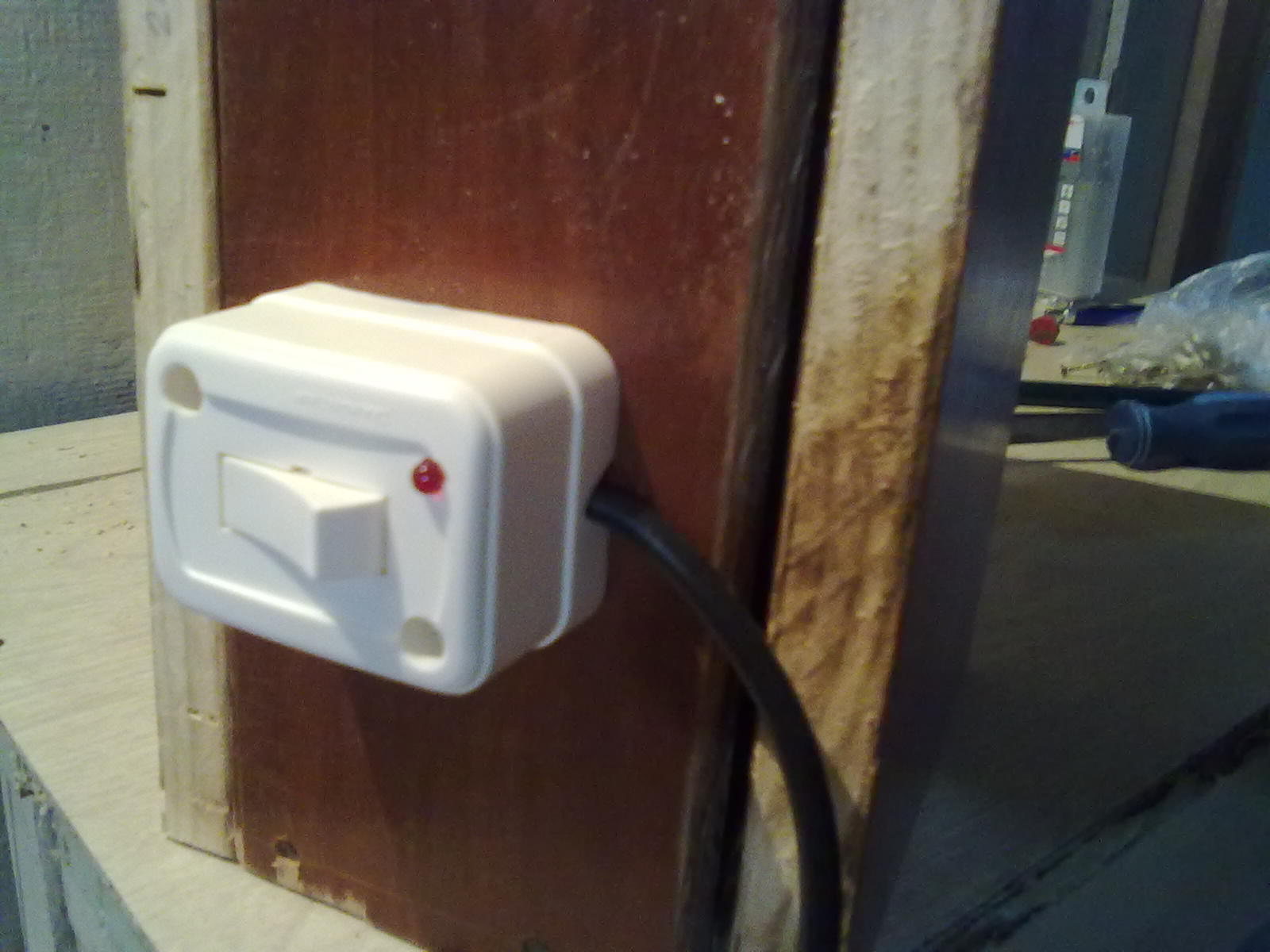 Picture of Testing the Extension Cord / Mount the Door