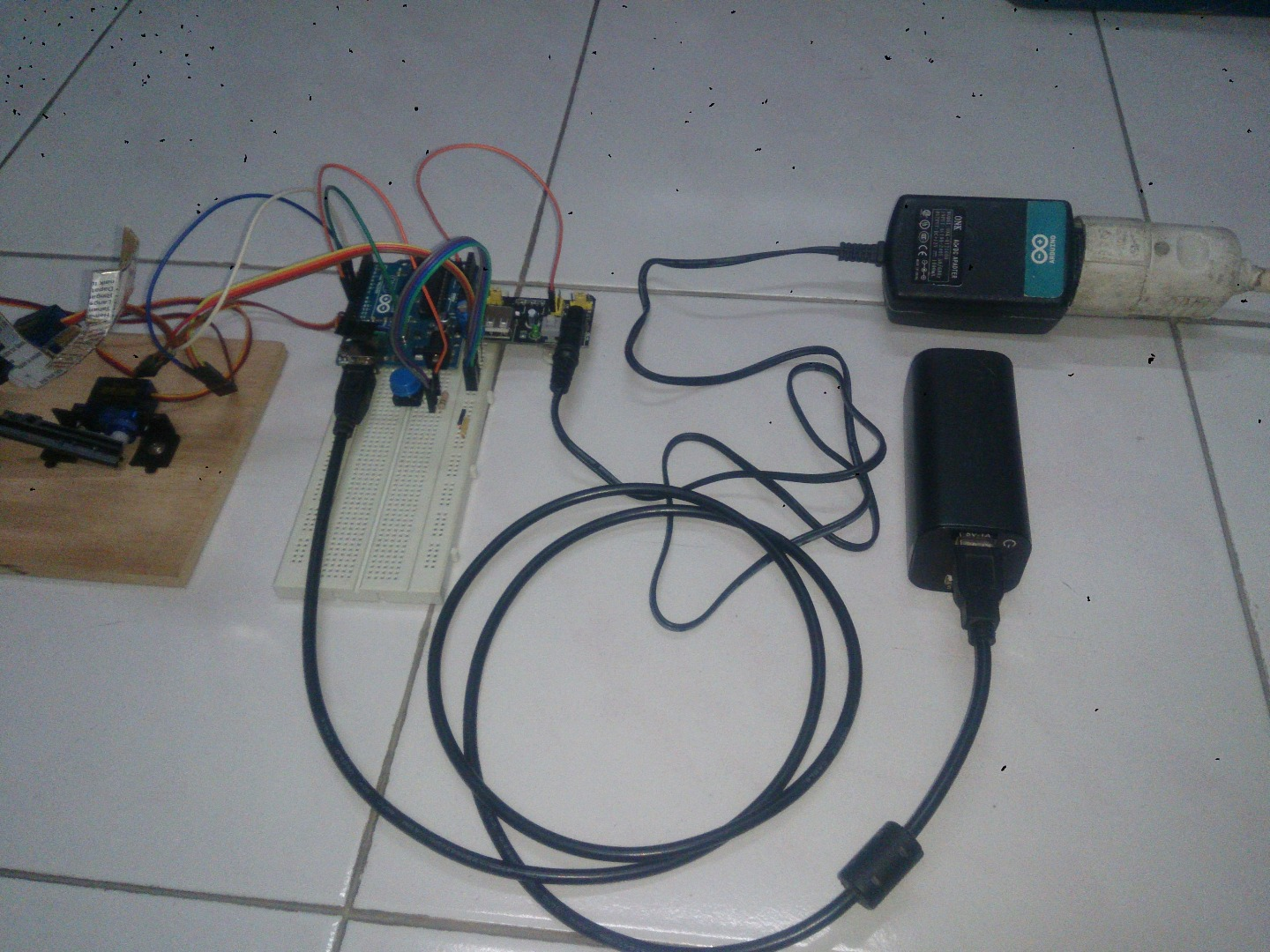 Picture of Powering Arduino and Servos