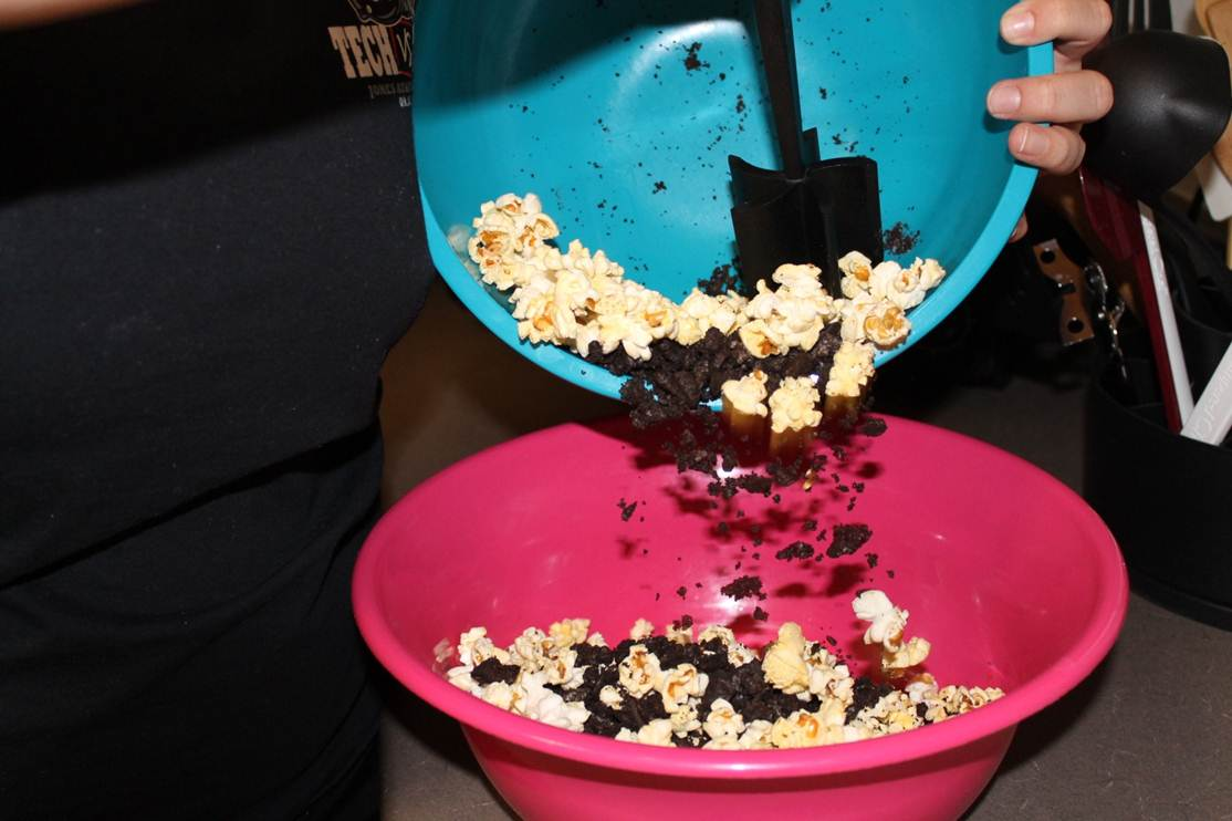 Picture of Combine Oreos and Popcorn