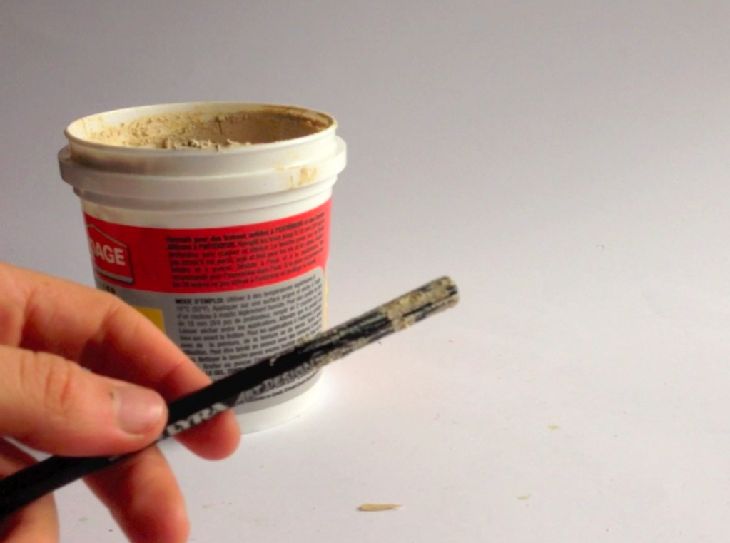 Picture of Spread Wood Filler on Pencil