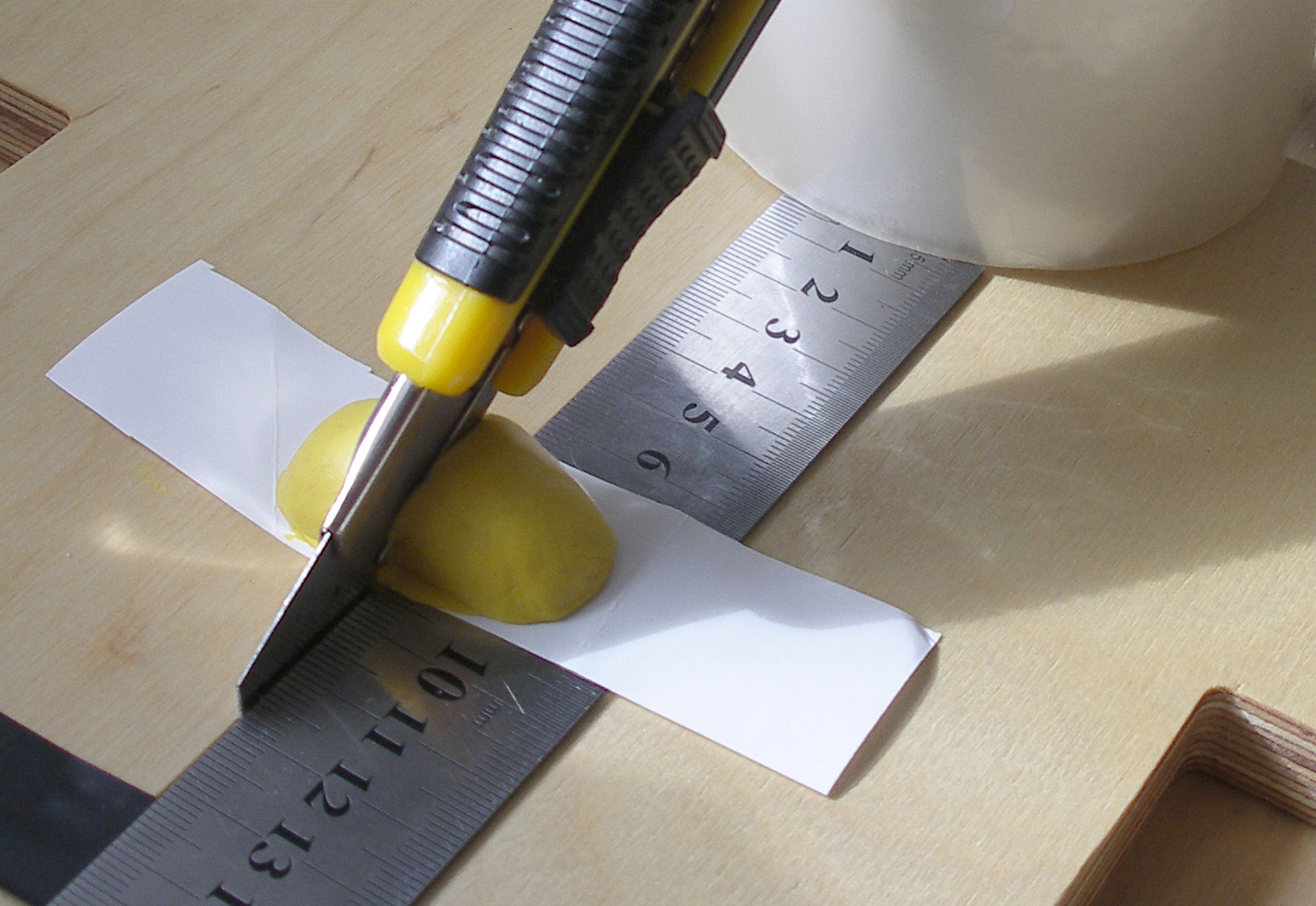 Picture of Sugru Aplication for Cutting at Right Angles Using a Knife