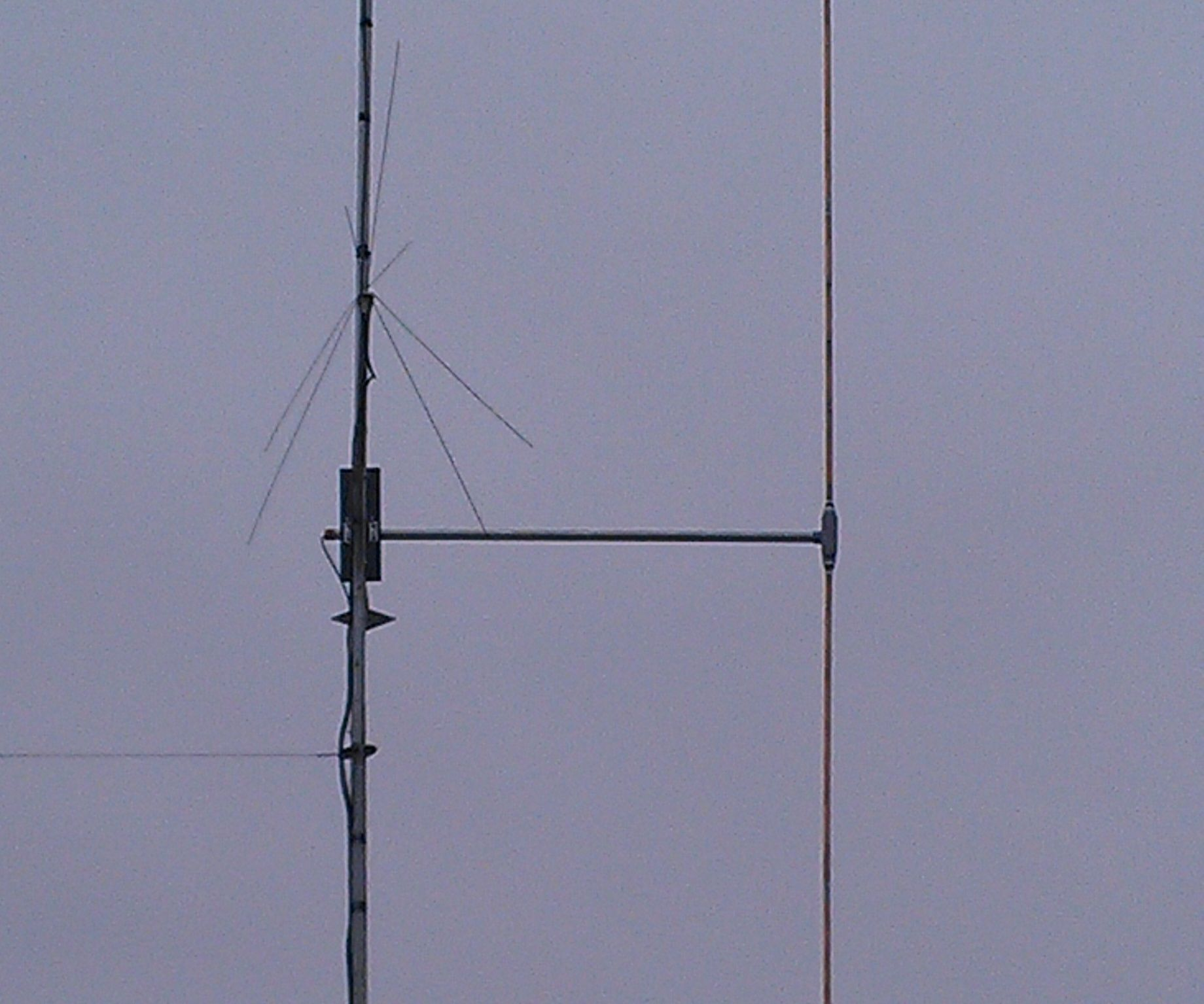 My Experiment in Building a Vertical Dipole Antenna: 8 Steps