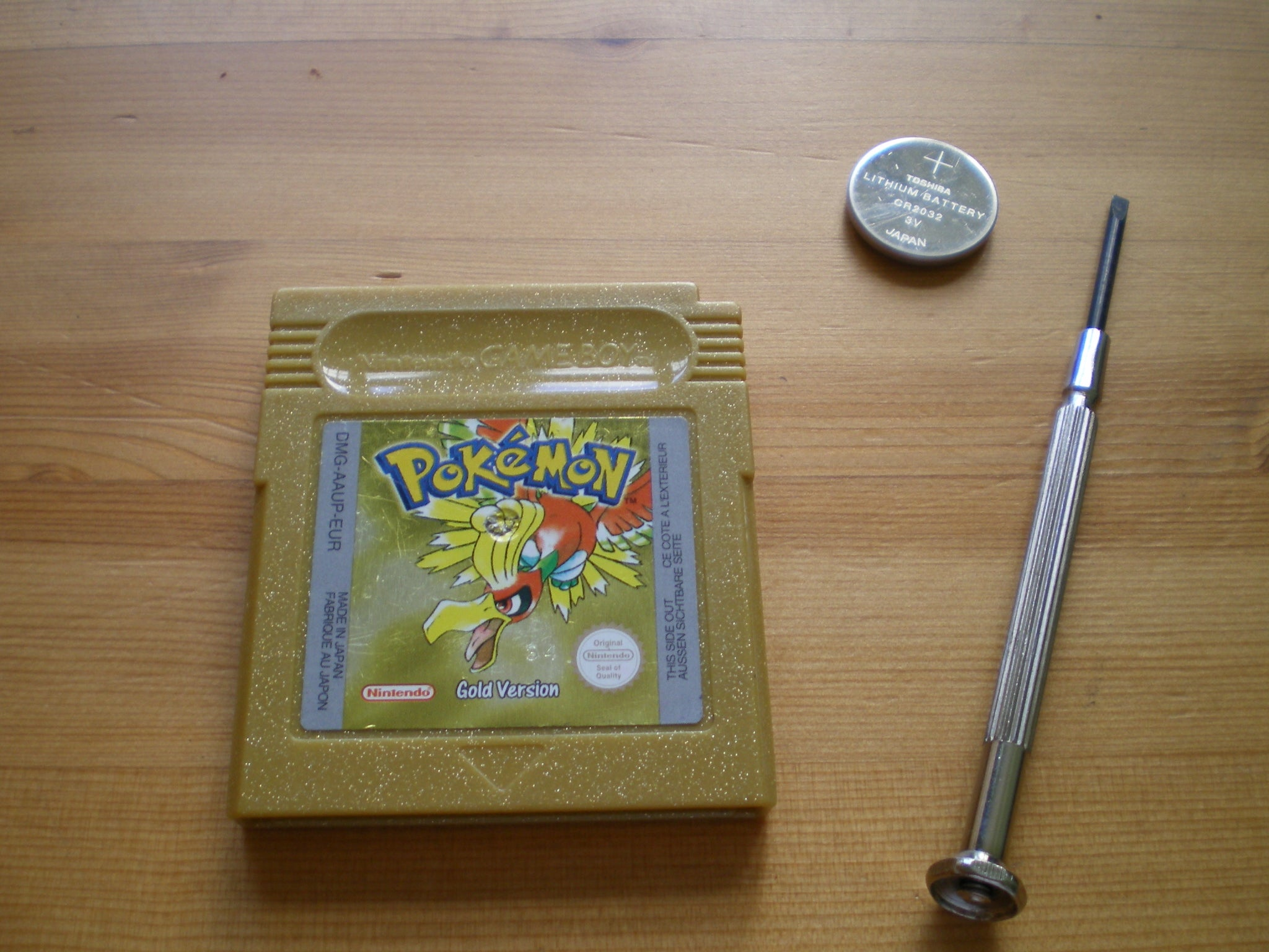 How To Replace The Battery In A Pokemon Gold Silver Gameboy Cart