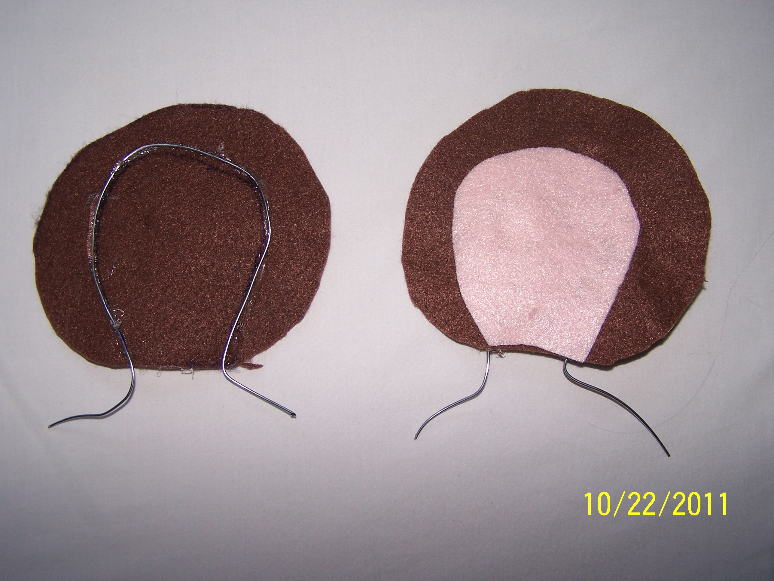 Picture of Gluing the Felt and Wire