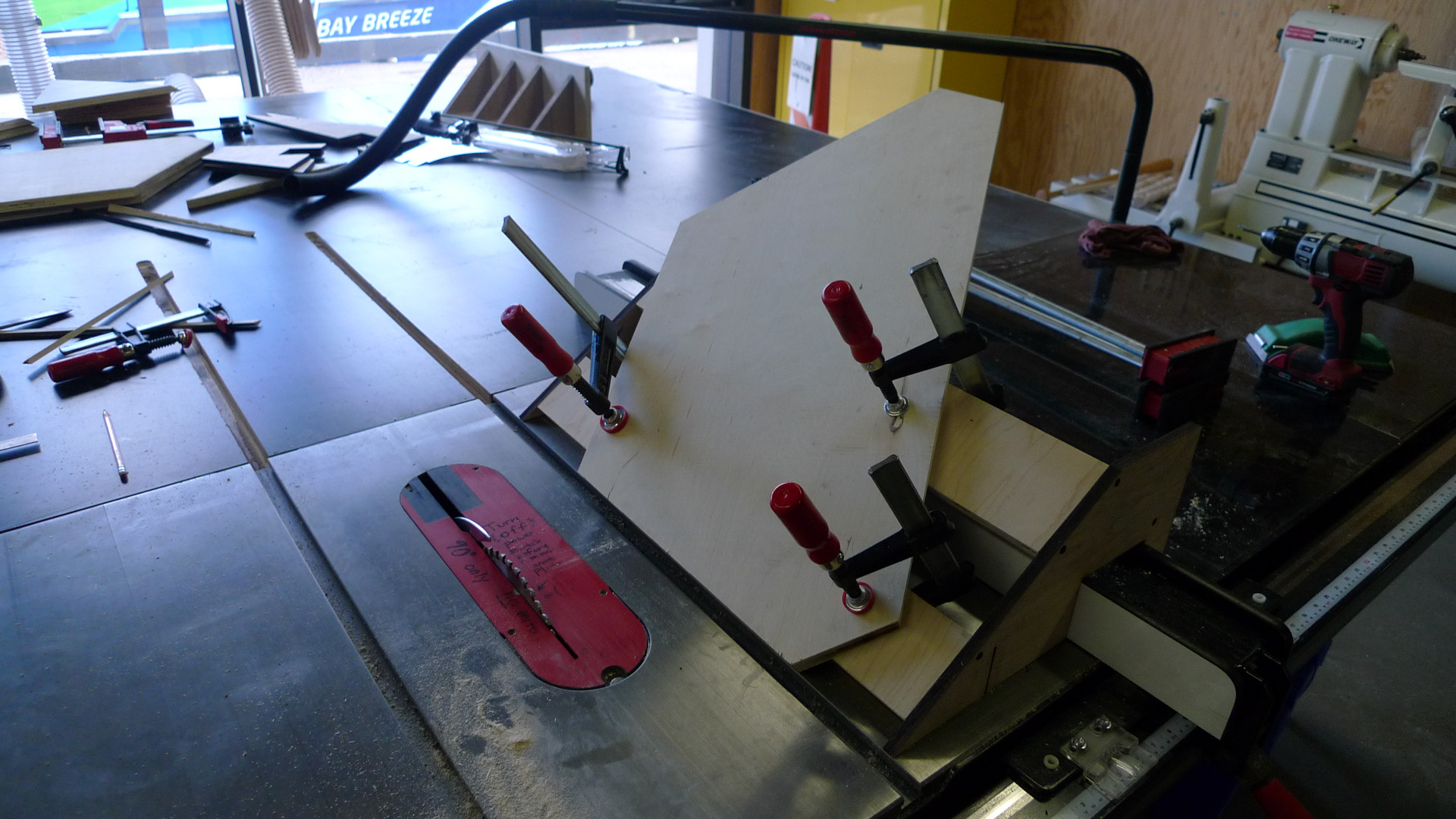 Picture of Cut Mitres With Table Saw Jigs