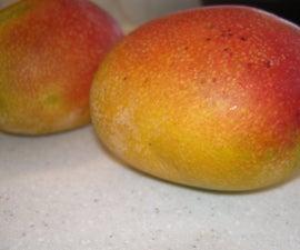 Slicing a mango - Hawaiian style