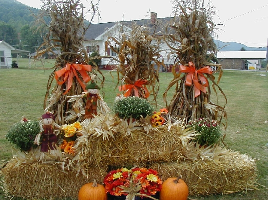 Picture of The #1 Display Is With Hay or Straw Bales, Pumpkins and Corn Stalks