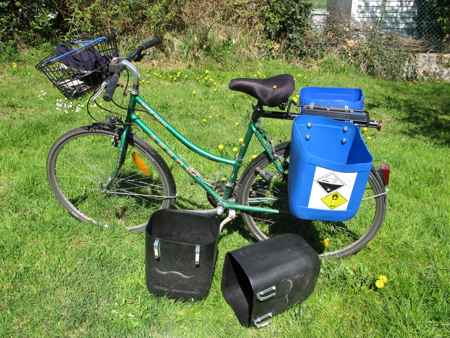 Picture of How to Make Quick Bike Bags - Panniers From Used Jerrycans