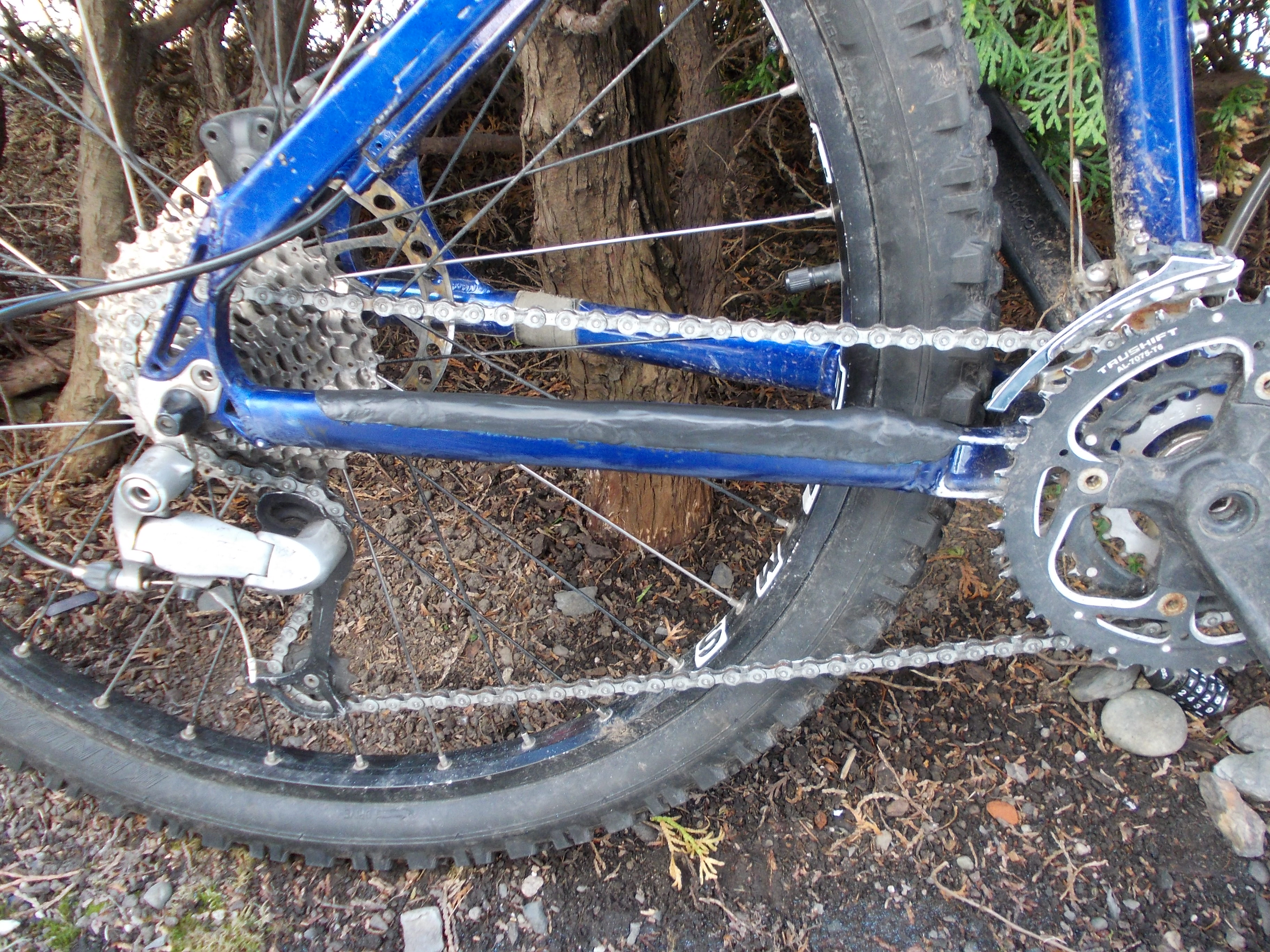Picture of Sugru - Bike Chainstay Protector - DIY
