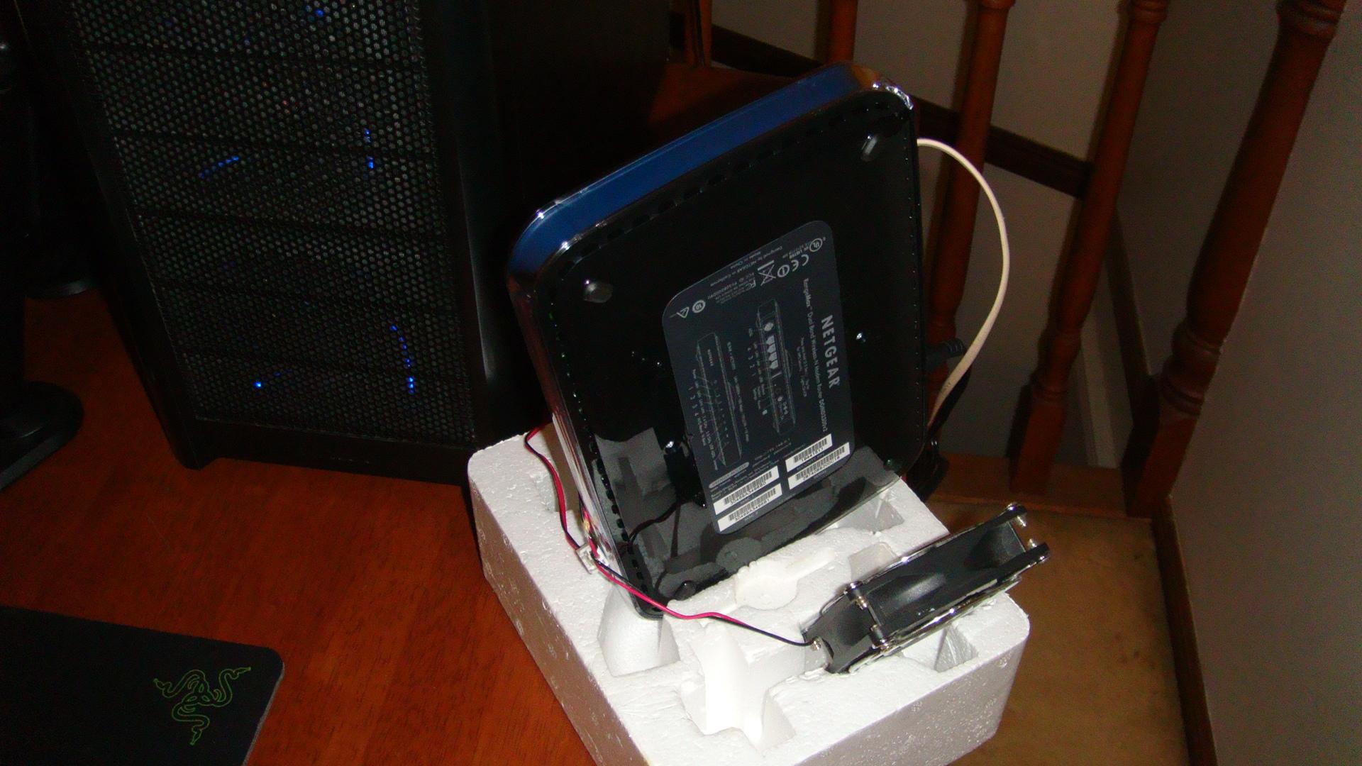 Picture of Netgear Dgnd3300 Modem/router Cooling Fans Mod (does Not Void Manufacturer Warranty)