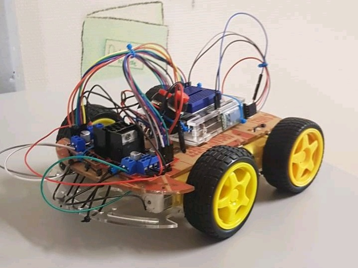 Picture of Arduino 4WD Robot (Now in English!)