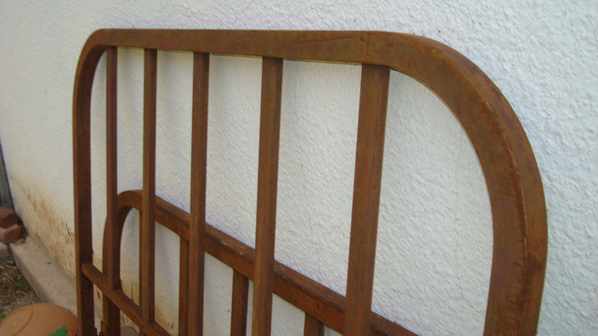Picture of METAL BED FRAMES FOR TRELLIS