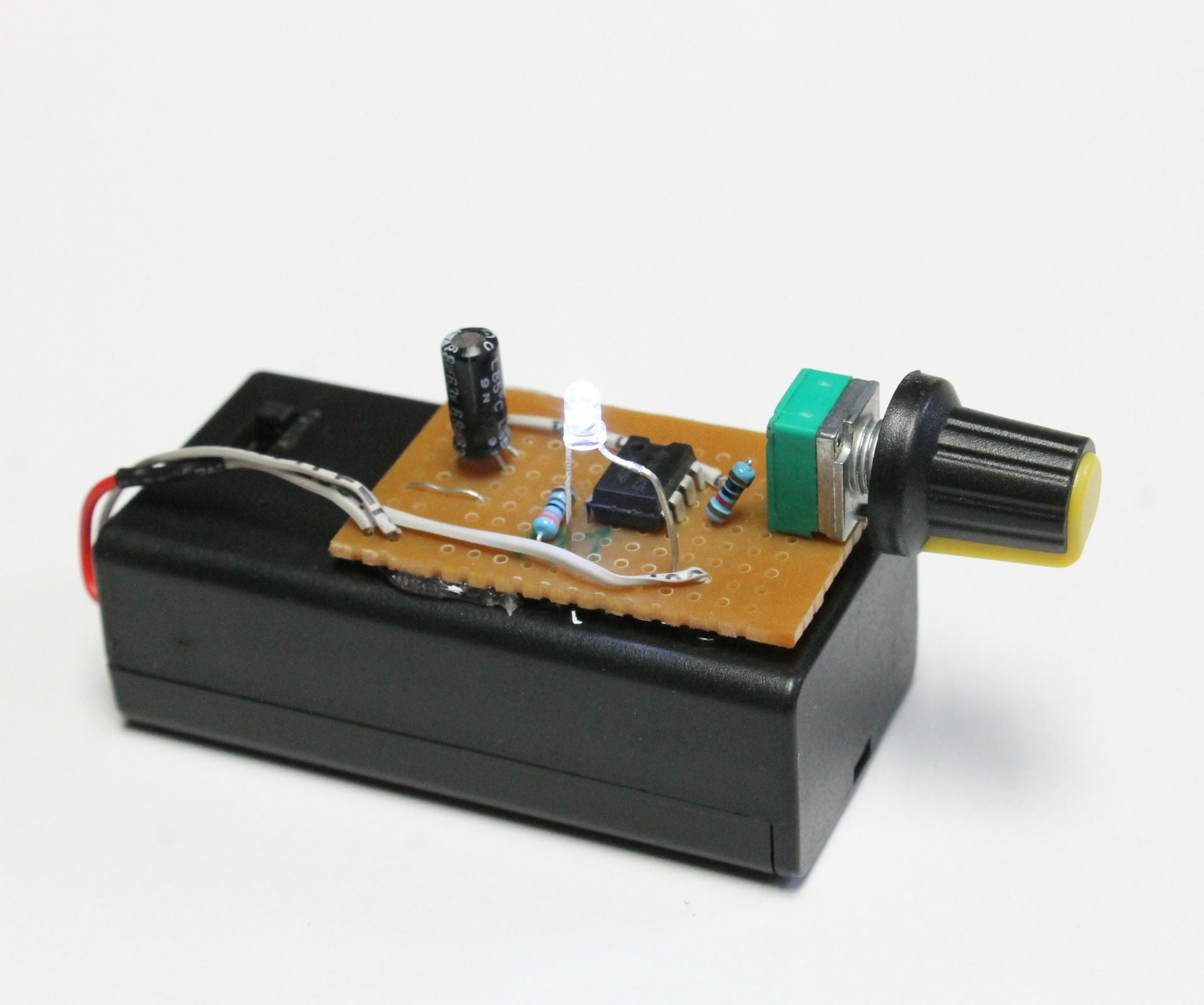 electronics circuits projects - 735×613