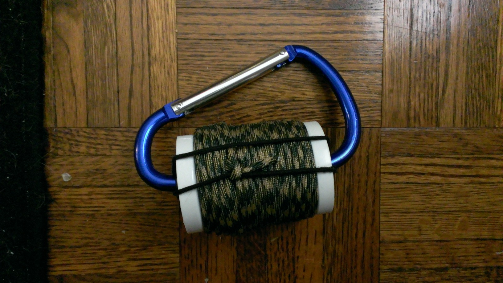 Picture of Paracord Carabiner Spool