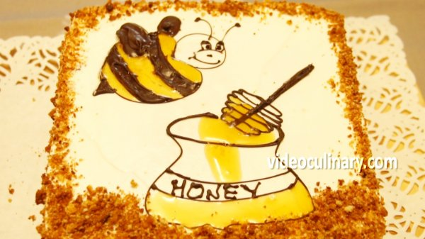 Picture of Honey Layer Bee Cake