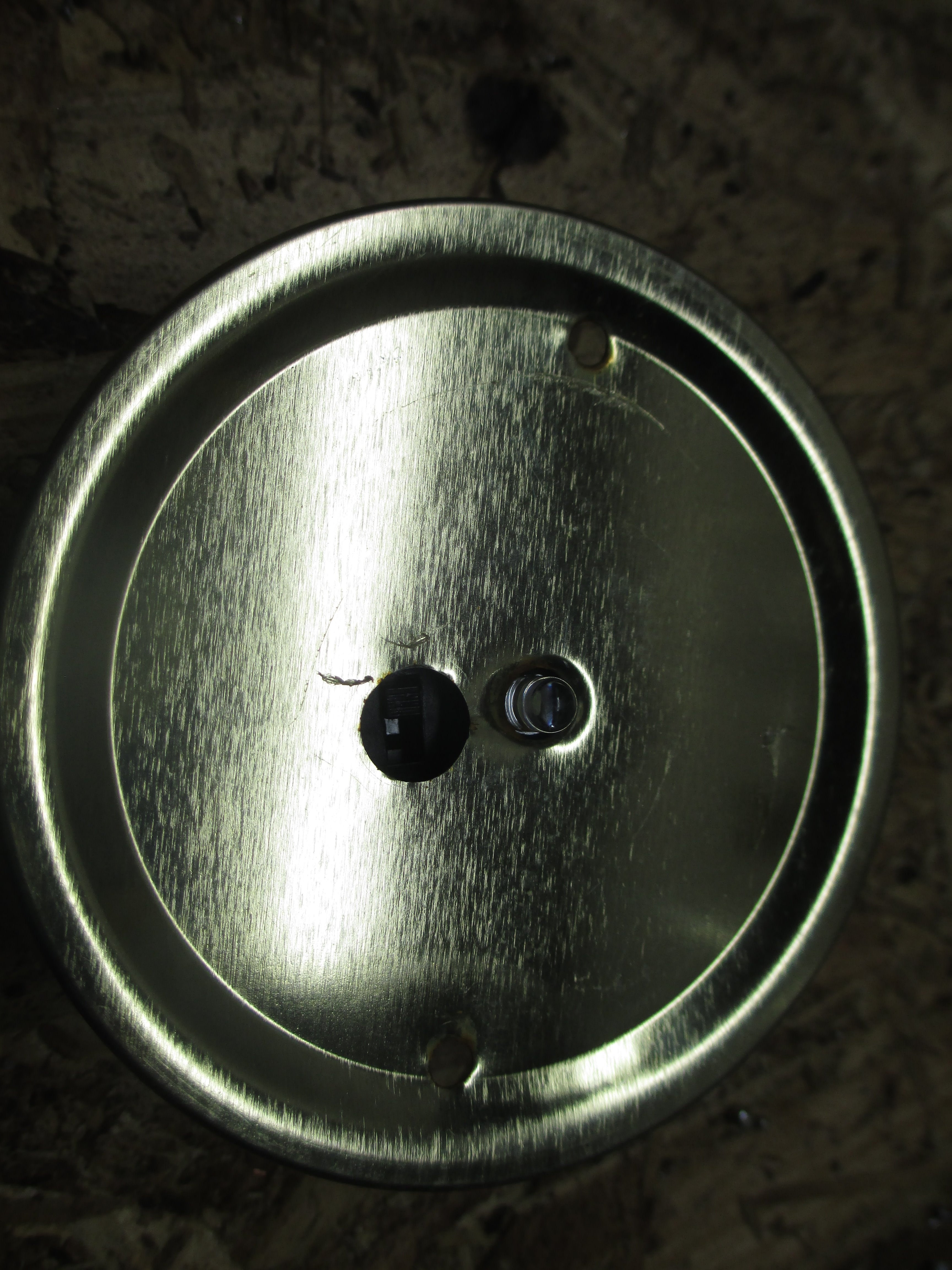 Picture of Glue Light to Lid
