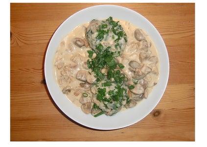Bavarian Dumplings With Mushroom Sauce (Semmelknödel Mit Schwammerlsoße)