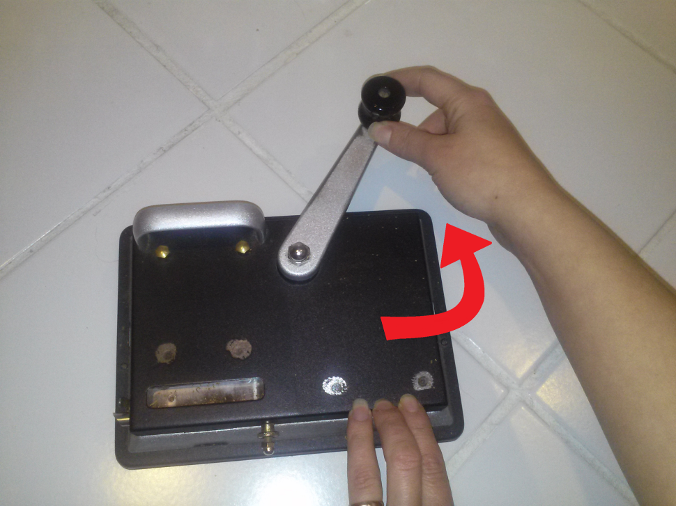 Picture of Rotate Hand Crank to Open Position