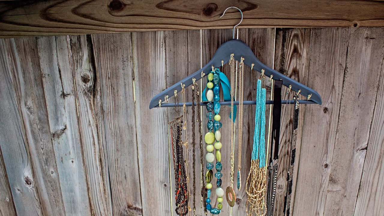 Picture of DIY Jewelry Hanger