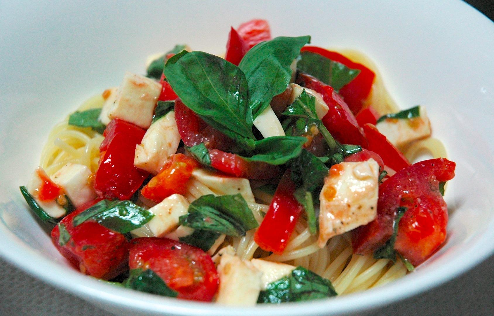 Picture of Tomato, Basil, and Mozzarella Chilled Pasta Recipe
