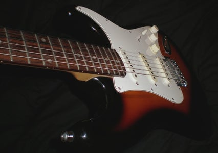 Restring Your Electric Guitar Without a Tuner