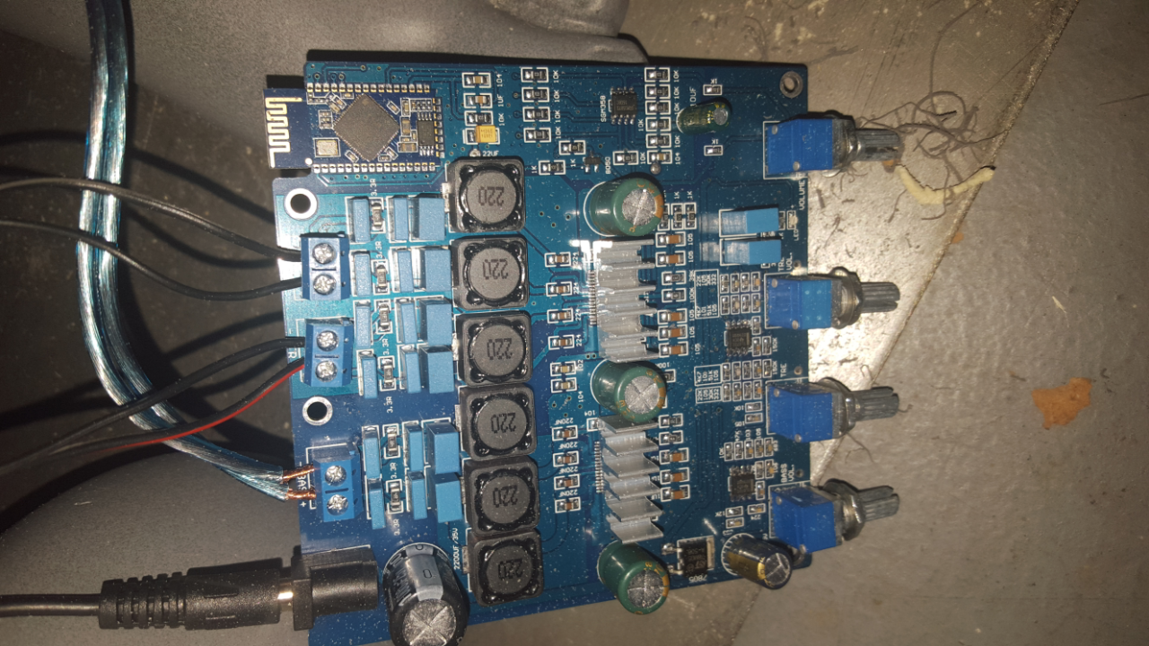 Picture of Connected Amp to Power Supply