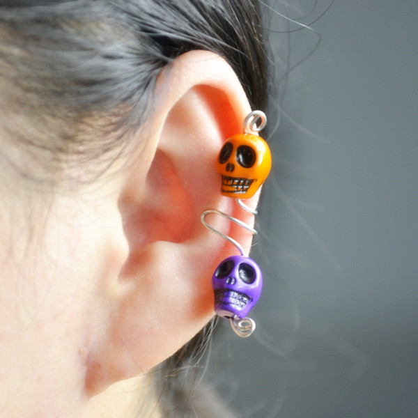 Picture of Make Wire Ear Cuff With Skull Beads for Halloween