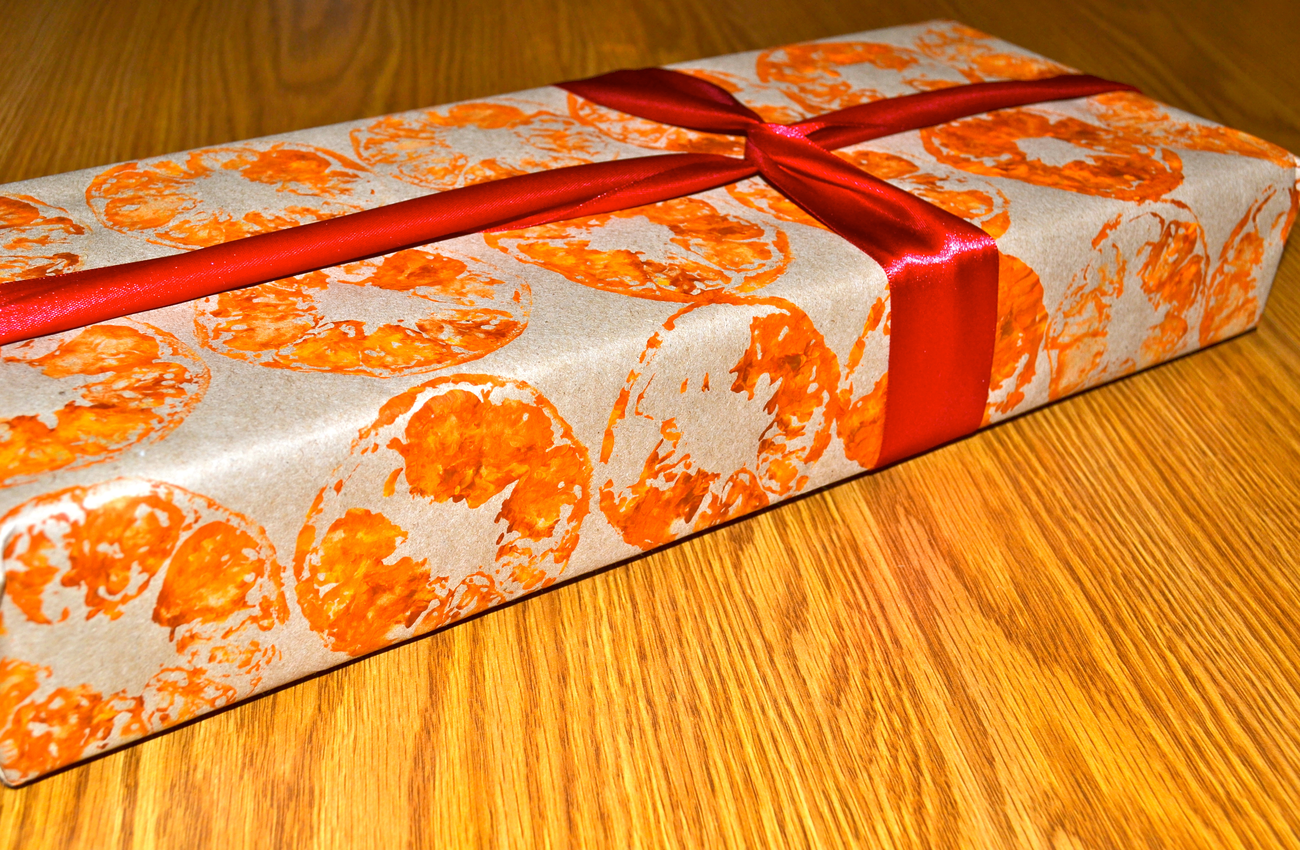 Picture of Citrus Stamp Gift Wrap