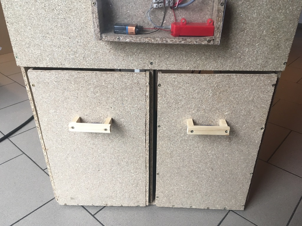 Picture of Handles on the Drawer